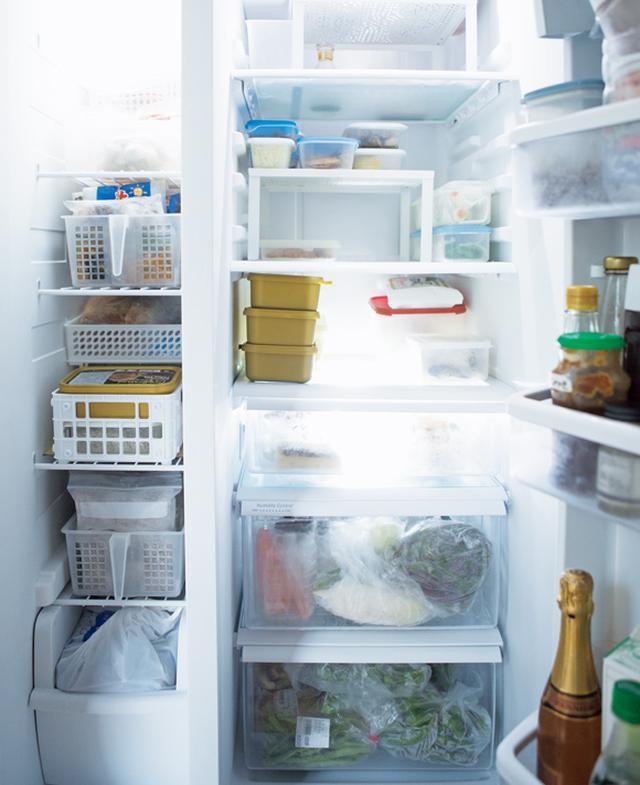 画像: 冷蔵庫の中も、常に使うことを考えて食材がきちんと保存されている