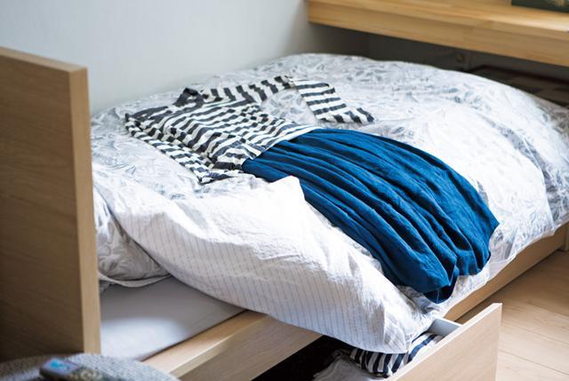画像: ウエストゴムのスカートに、細身のシルエットのトップスがいつものスタイル