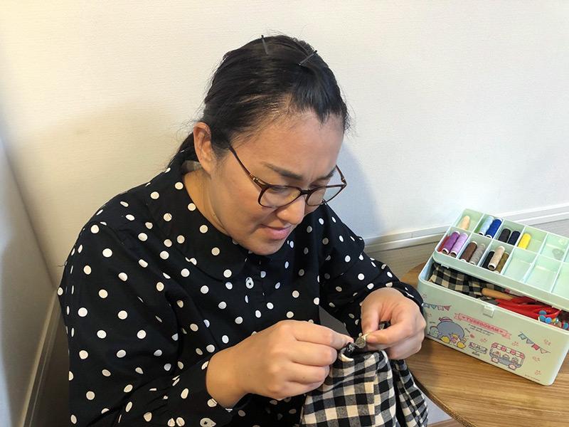 画像2: 服を作ってみよう。本を見て。