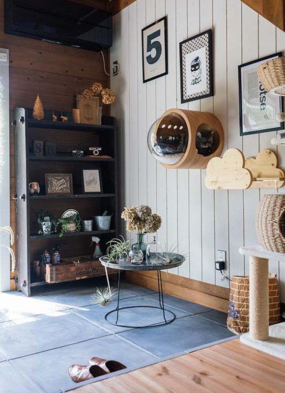 画像: 薪ストーブが設置されている土間は、ディスプレイスペースとても活用されています