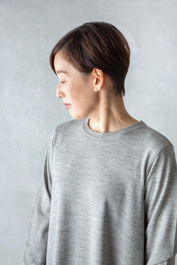 画像: 1枚で着ても透けにくい、上質なメリノウールを使用