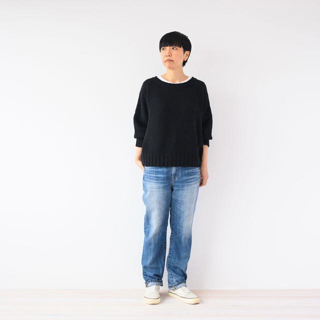 画像: デニムパンツ[Vintage straight]¥20,000/レッドカード(ゲストリスト) ニット ¥20,000/ヴェリテクール その他、スタイリスト私物