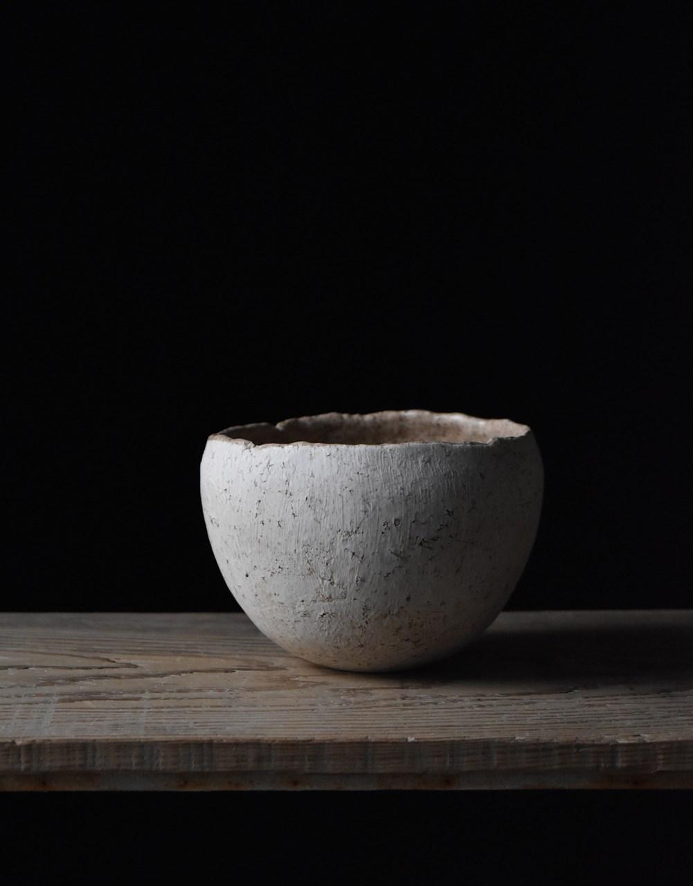 画像: 加彩という彩色を施した「加彩ボウル」は、独自の技法によるもの。内田鋼一さんは2018年度の日本陶磁協会賞を受賞した注目の作家