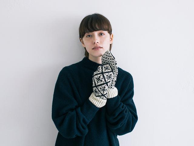 画像: 〈冬〉雪の結晶をモチーフにした編み込み模様のパターン
