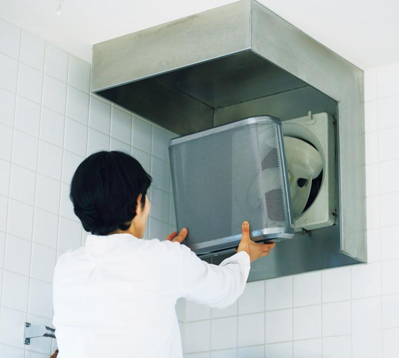 画像: 換気扇を外して丸洗い