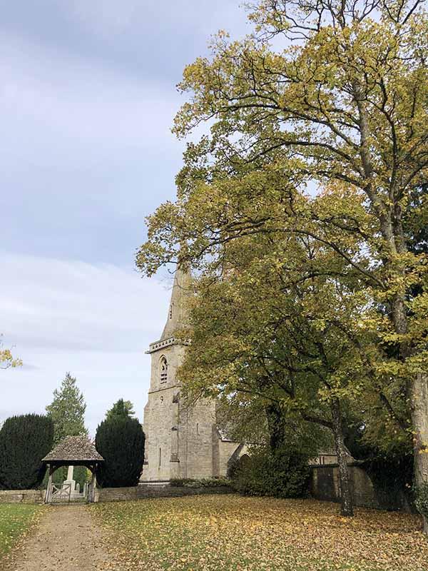 画像: ローワースローター村の教会