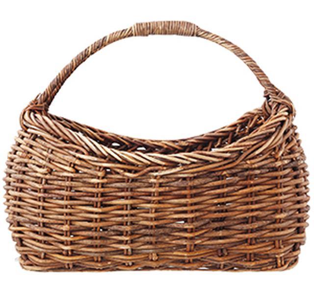 画像: 夏はやはり、かごバッグ。ちょっとデザインが変わったものが好き