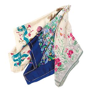 画像: 春には、気持ちが華やぐかわいらしい色や柄のスカーフを使いたい