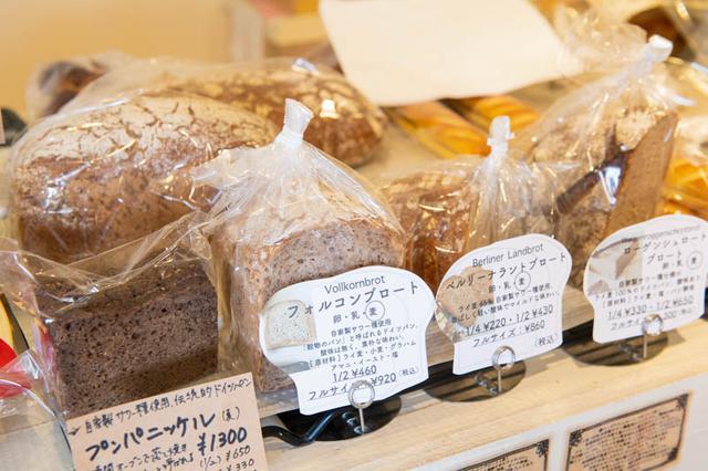 画像: 自家製サワー種を使った、本格派のドイツパンも。ドイツパンは需要がじわじわ高まっていて、全国から注文が入る