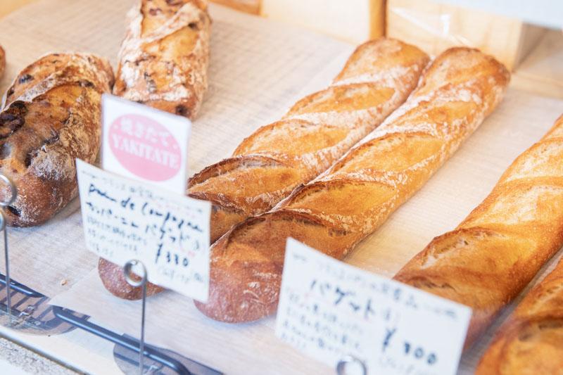 画像: ライ麦を15%配合した「カンパーニュ・バゲット」は、噛みしめる度に自家製天然酵母による甘味が広がる