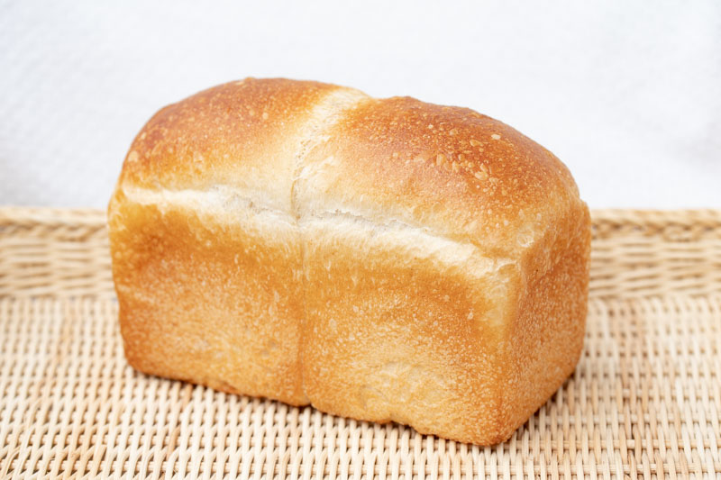 画像: 北海道産小麦「ゆめちから」に全粒粉を加えた山型食パンは、さっぱりとした塩味