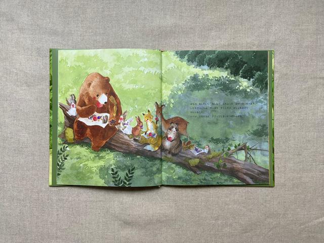 画像: 木陰でおやつタイム。