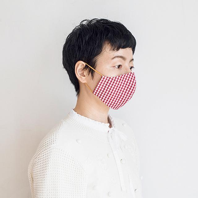 画像: 作品を提案してくださった松井翠さんがマスクを着用。すっきり見えつつも、マスクとして口や鼻はしっかり覆えるつくり