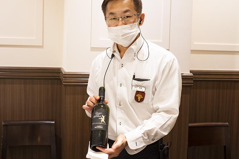 画像: 支配人でもあるソムリエの鈴木貴博さんのおすすめは間違いなし