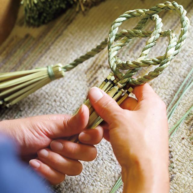 画像: 新年に向けて制作する、しめ縄飾り。インテリアとして一年中、飾れるようなデザインに