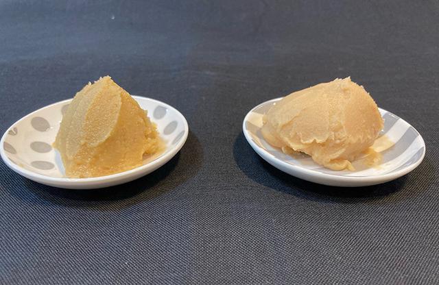 画像: 右の少し白い方が「片山商店」の京白味噌