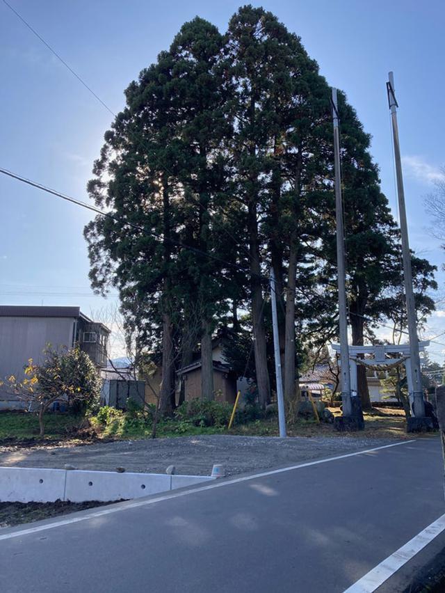 画像: 八幡様の隣に駐車スペースができました。
