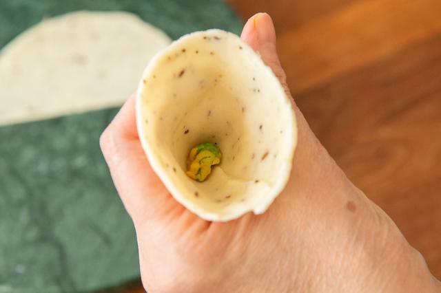 画像11: サモサの成型