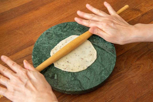 画像5: サモサの成型