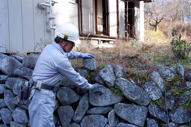 画像1: コンクリートを使わない、「空石積み」の技と知恵を垣間見る