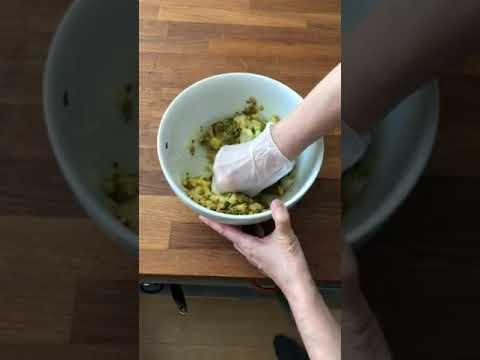 画像: サモサをつくる 〜中身をこねる|マバニ・マサコの本格スパイス料理|天然生活web youtu.be