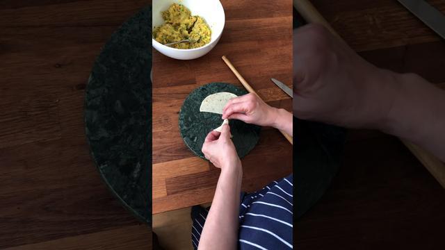 画像: サモサをつくる 〜皮で中身を包む|マバニ・マサコの本格スパイス料理|天然生活web youtu.be