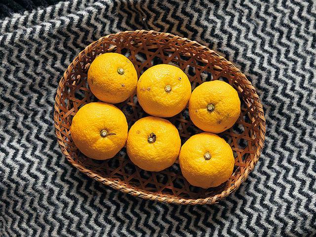 画像: ゆずの柑橘系のさわやかな香りのお風呂に入ると、ほっと癒されて心も体も温まる