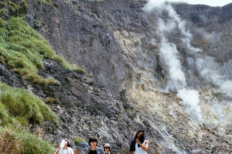 画像2: 煙がもくもく「小油坑(シャオヨウカン)歩道」