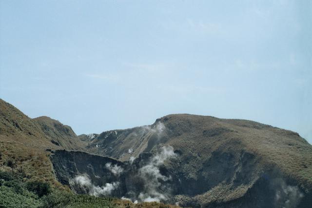 画像3: 煙がもくもく「小油坑(シャオヨウカン)歩道」
