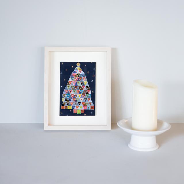 画像: 12月中旬 イブラヒム恵美子さんのガラス絵を飾る