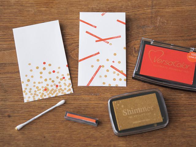 画像: 赤とゴールドの組み合わせが、どことなくお正月らしい印象。「色選びや配置で印象がガラリと変わって楽しいですし、手軽にできますよ」