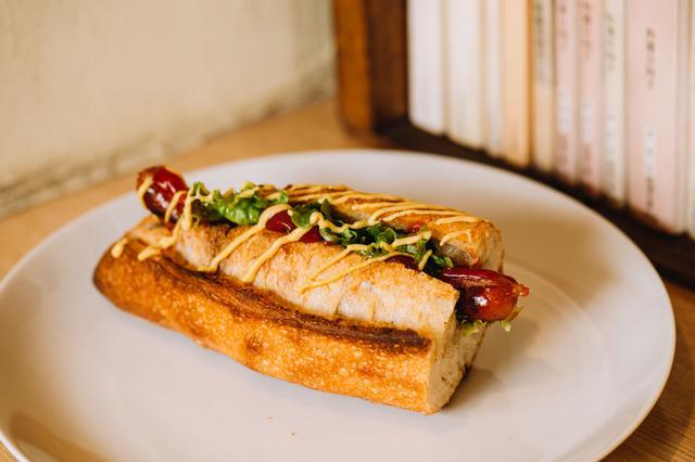 画像: 「ホットドッグ」に使う葉物野菜も、近所のお店で購入