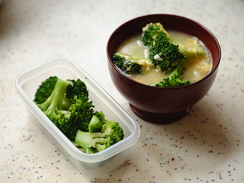 画像: ブロッコリーと玉子の味噌汁