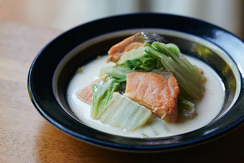 画像: 塩ざけと白菜の豆乳クリーム煮