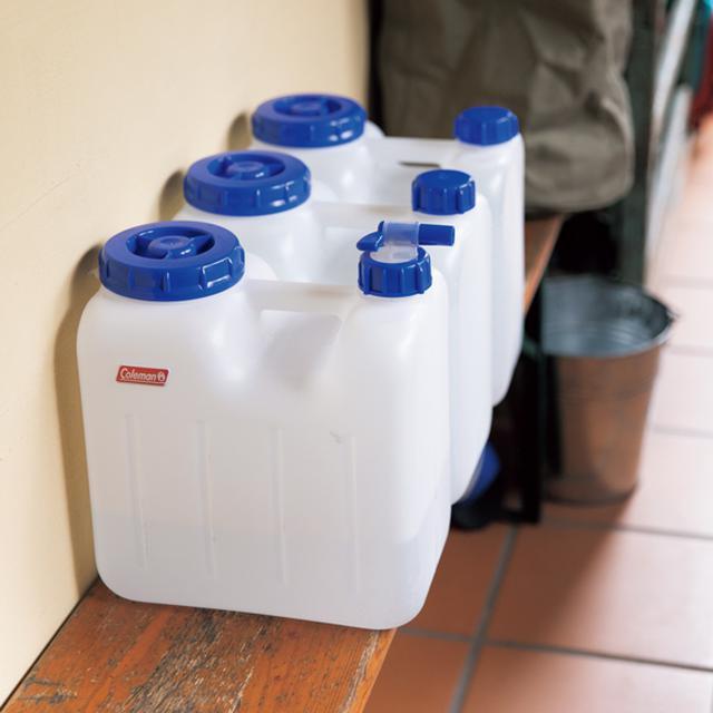 画像: 近所で汲んだ湧き水 週に一度、アルプスの伏流水が汲み上げられる近所の水場へ。食後や仕事の合間に飲むコーヒーやお茶が、より味わい深くなるのがうれしい