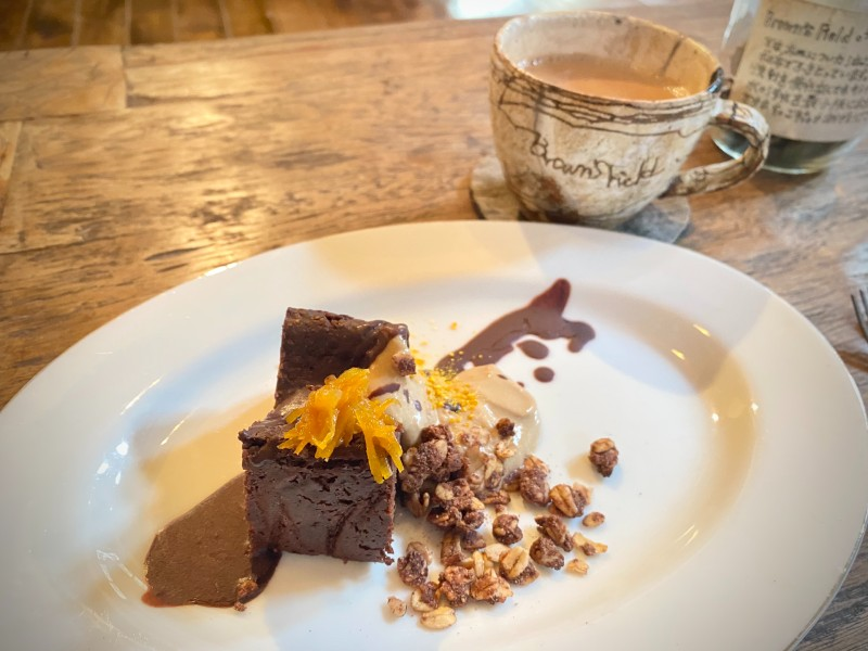 画像: 【デザート】お豆富ガトーショコラ 穀物コーヒークリーム 米粉のカカオグラノーラ チョコレートソース 夏みかんマーマレード