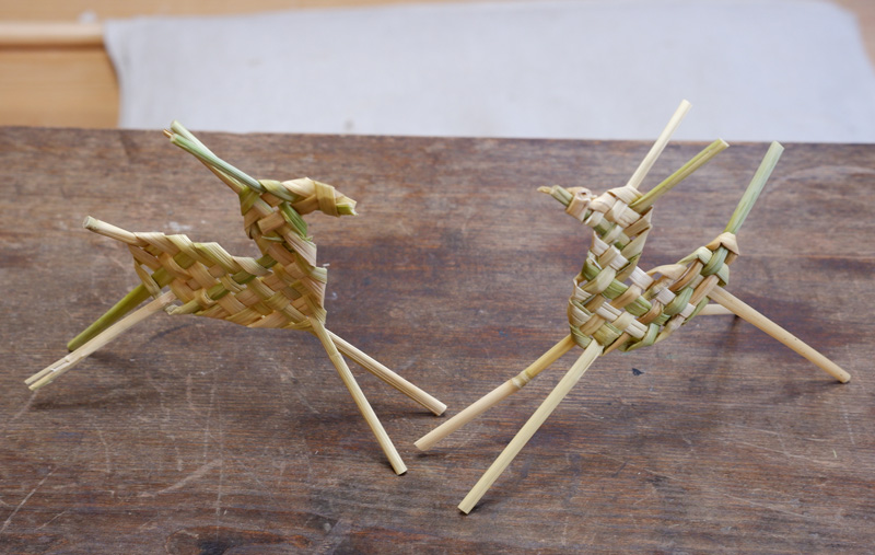 画像8: お正月飾りで余った稲わらを使い、楽しい草あそびを