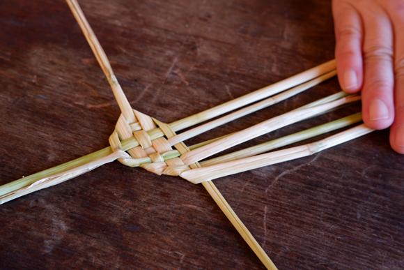 画像5: お正月飾りで余った稲わらを使い、楽しい草あそびを