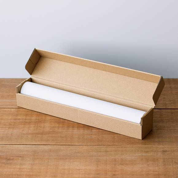 画像: 今年発売された新商品「おえかきロール紙」。好きな長さの紙に自由に絵が描けるよう、紙を25mのロール紙に。リフィルを交換して使える