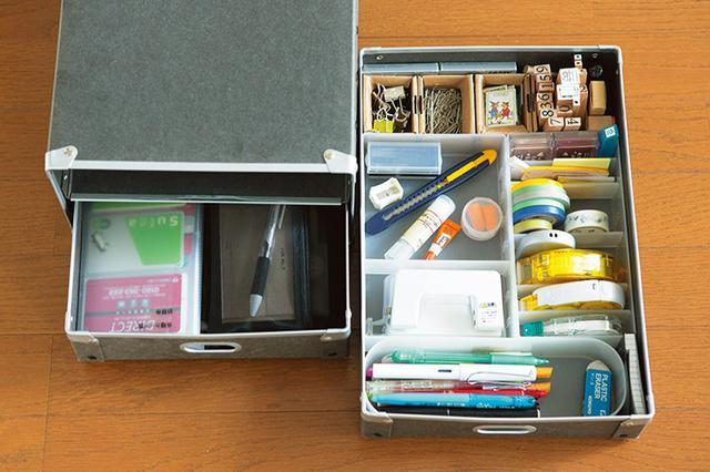 画像: 文房具類は「ここに入るだけ」と決めて所有。使用頻度の高いペンを一番手前に配置