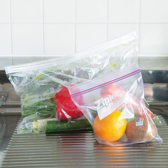 画像: 使いかけの野菜は保存袋にそのまま入れてしまう