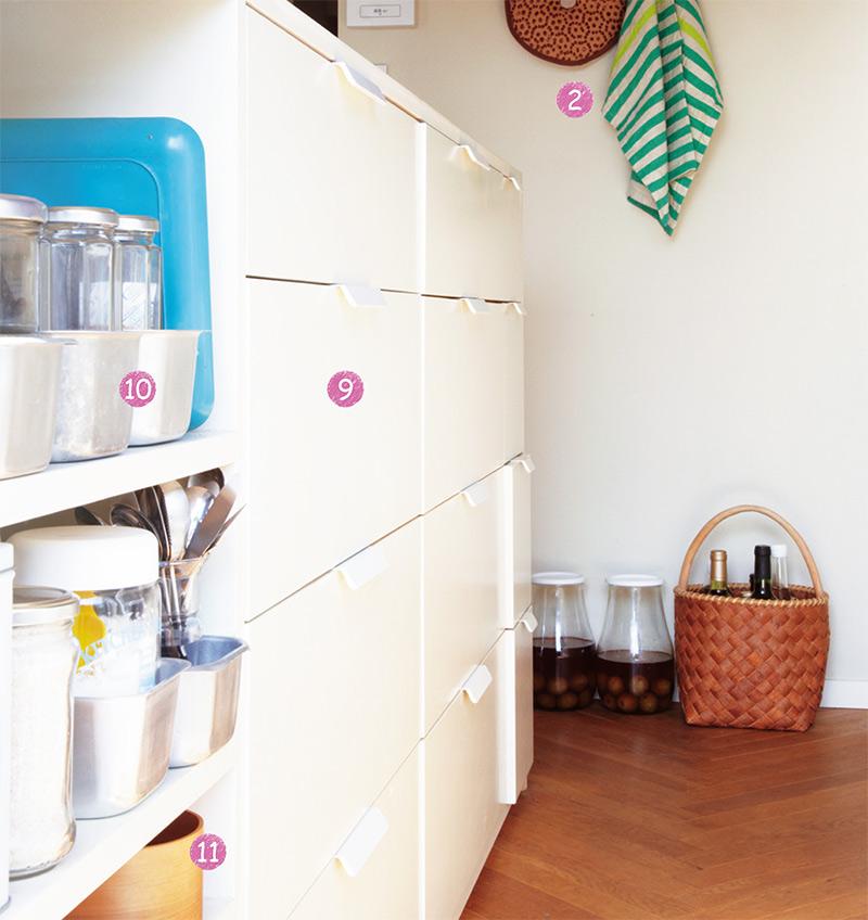 画像: 食器を入れる引き出しとオープン棚を組み合わせた、キッチンカウンター内部