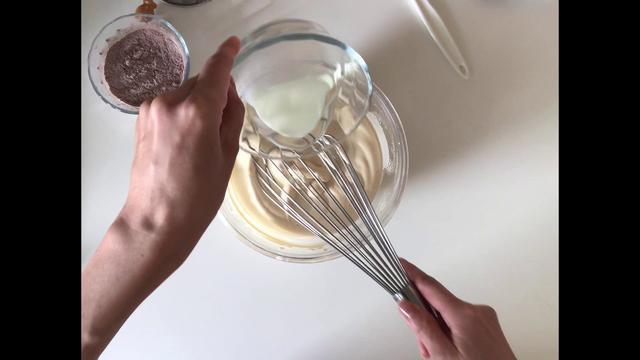 画像: 【つくり方1~7まで】はなのお菓子|米粉のココア&いちごロールケーキ ~ロールケーキの生地をつくる|天然生活web youtu.be