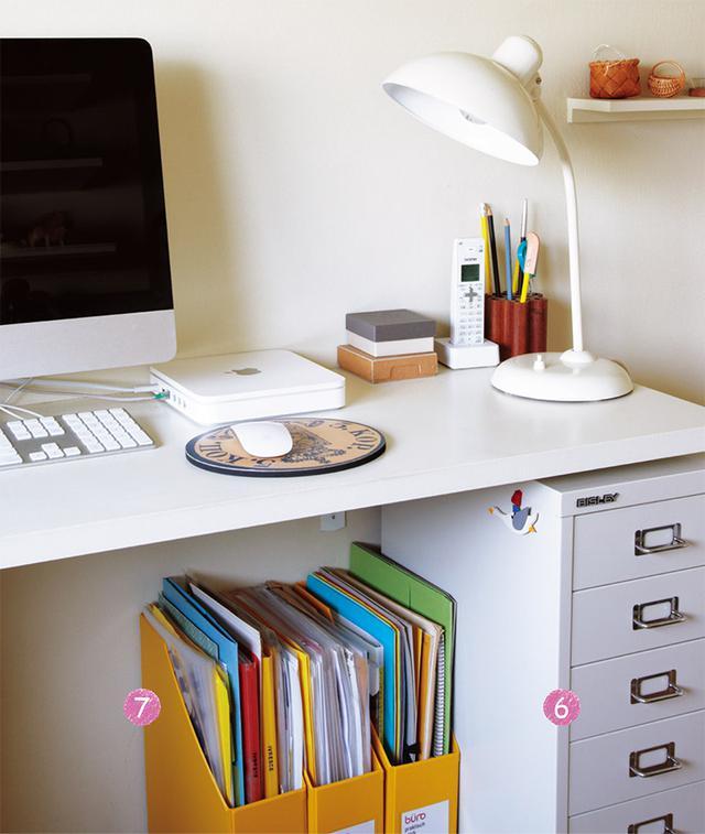 画像: 仕事部屋のデスク。すべて収納場所を決め、常に整然と保たれている