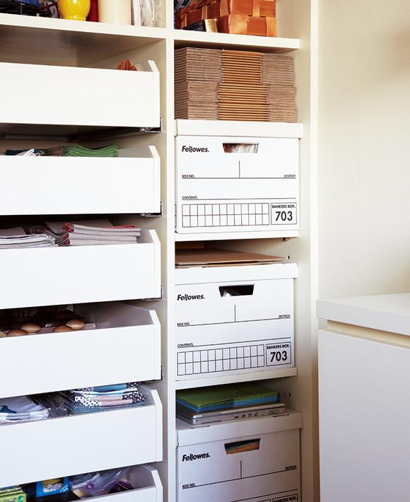 画像: 組み立て式の段ボール収納箱は、通販などで取り寄せることが可能