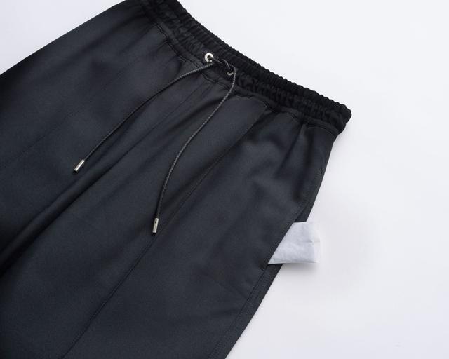 画像: イージーパンツ 36,000円/チノ(デミルクスビームス 新宿) パンツのポケットにカイロを入れると、足の付根、前腿が幸せな暖かさになるのでおすすめです。