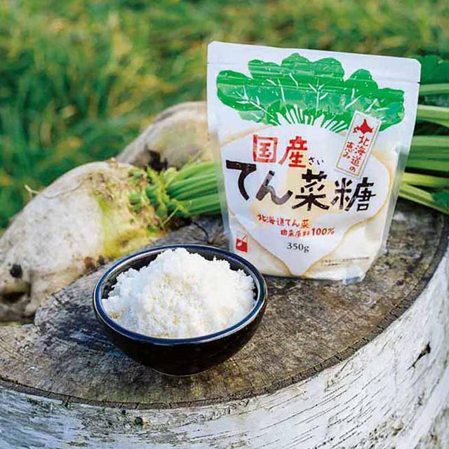 画像: 写真左のてん菜で、重さは1㎏ほど。6kgのてん菜の根から、約1kgの砂糖をつくることができるのだそう
