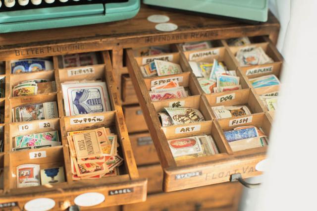 画像: 切手もひとつの贈りもの