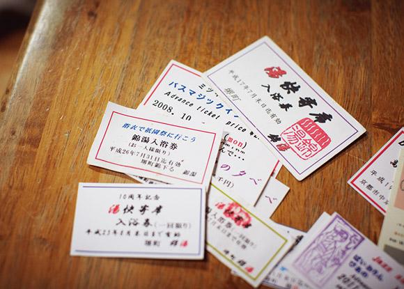 画像: イベントに来てくれた人に、銭湯券を配る。イベント参加をきっかけにして銭湯に通いはじめる人も多いという