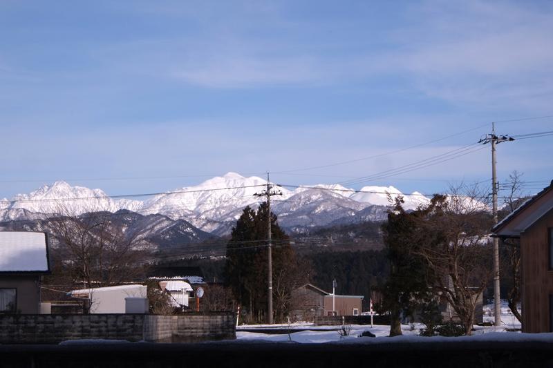 画像: 玄関から見える北アルプス立山連峰と剣岳